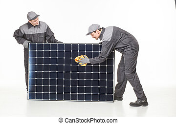 zwei, mann, mit, sonnenkollektoren, batterie