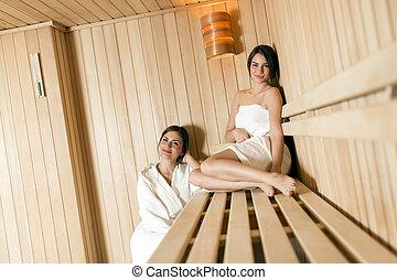 handtuch entspannend zwei sauna aufgewickelt liegen frauen sch ne handtuch entspannend. Black Bedroom Furniture Sets. Home Design Ideas