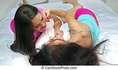Lesbische VerfГјhrung im Bett