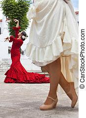 zwei, traditionelle , frauen, spanischer , flamenco tänzer, in, stadt quadrat