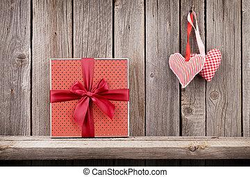 zwei, valentinestag, herzen, und, geschenkschachtel